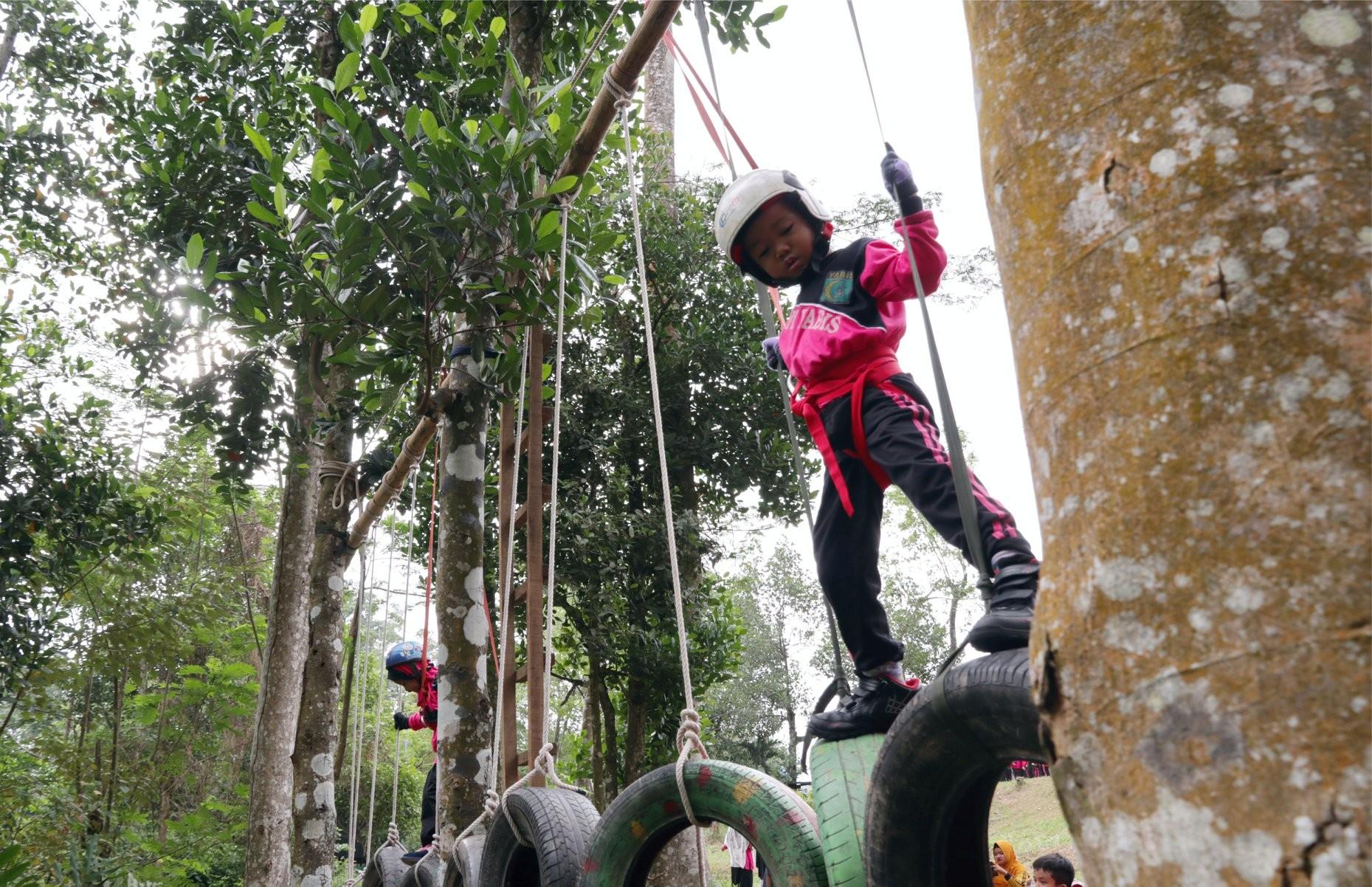 Tingkatkan Kemandirian dan Keberanian, TK IT YABIS Ajak Siswa-Siswinya Outbound Ceria